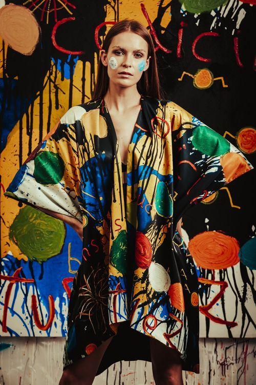 Papartus retrato de mujer con kimono estampado
