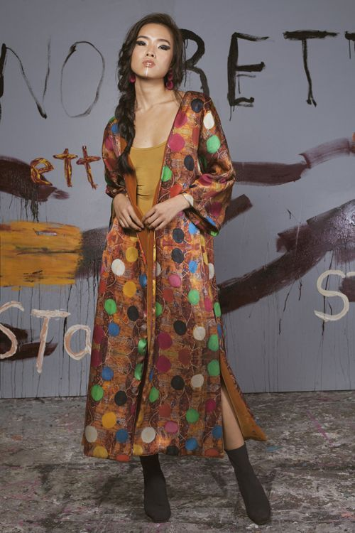 Serendipity Chica con kimono de pie