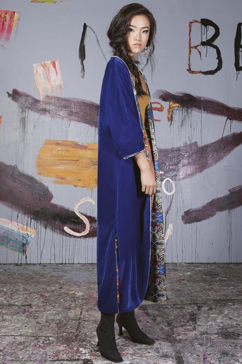 Serendipity Mujer con kimono azul