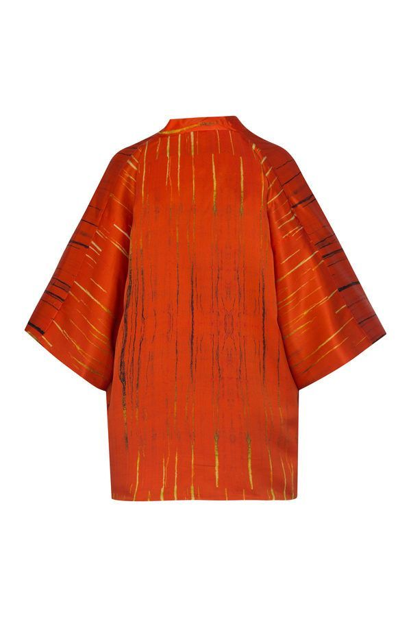 Kimono decorated with contemporary art - Arena Martínez - kimono Rojo Tango -1