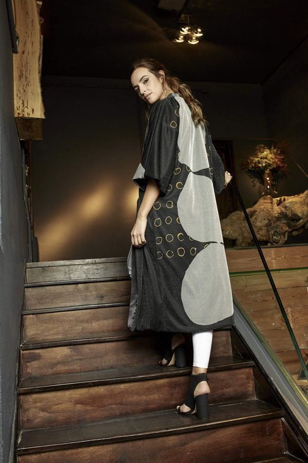 Kimono decorated with contemporary art - Arena Martínez - kimono Three Stones lurex