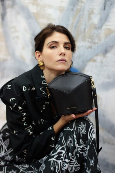 Bolsos exclusivos de piel decorados con arte contemporáneo - Arena Martínez - Black night Susi Bag - Model - 3