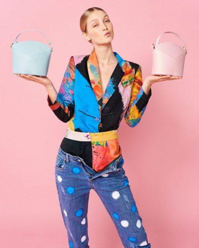 Bolsos exclusivos de piel decorados con arte contemporáneo - Arena Martínez - Baby pink Susi Bag - Model - 1