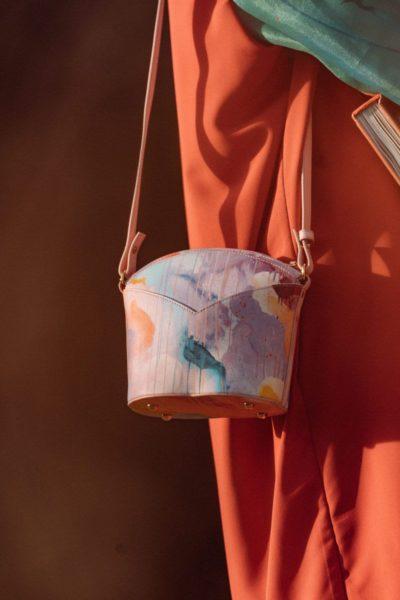 Bolsos exclusivos de piel decorados con arte contemporáneo - Arena Martínez - Pink Candycruch Susi Bag - Modelo - 3
